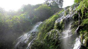 En el desierto de la Guajira podrás encontrar cadenas montañosas con chorros de agua