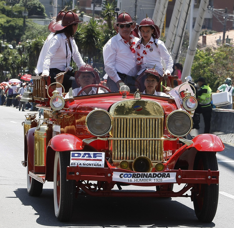 Desfile de Autos Clásicos y Antiguos