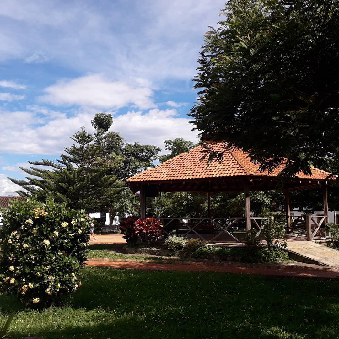 Parque principal de Simacota. Foto: @hotelportalsimacotero